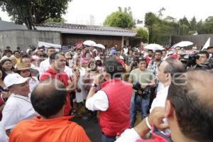MANIFESTACIÓN PRIISTAS FRENTE CASA PUEBLA