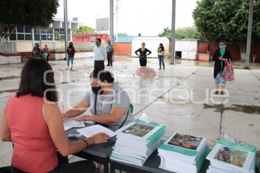 ACATLÁN . ENTREGA LIBROS DE TEXTO