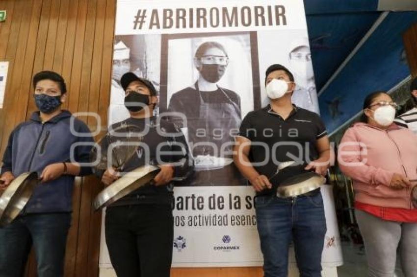 RESTAURANTEROS . ABRIR O MORIR
