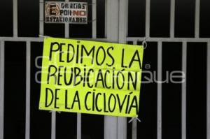 CARTELES PROTESTA CICLOVÍA
